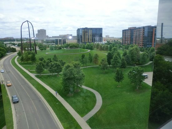 Guthrie Theater : Gold Medal Flour Park on 2nd St. S