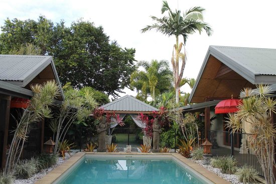 Manta Ray Bed and Breakfast: Swimming Pool and Rooms + Living space owners