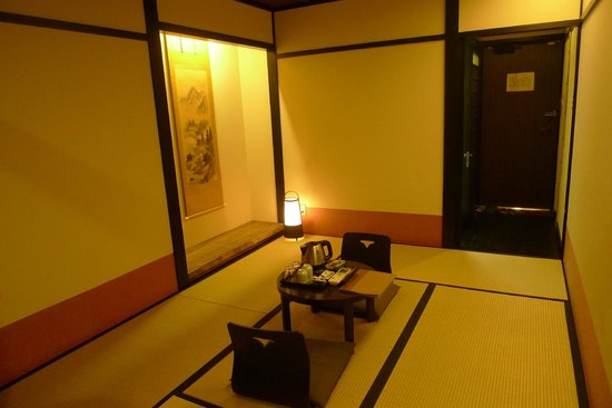 The Edo Sakura : clean and new 6-mat Jap room