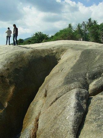 Grandmother and Grandfather Rocks (Hin Yai & Hin Ta): Grandmother Rock