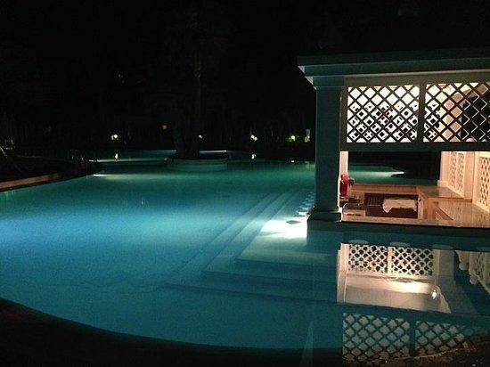 ClubHotel Riu Paraiso Lanzarote Resort: Pool bar at night - beautiful