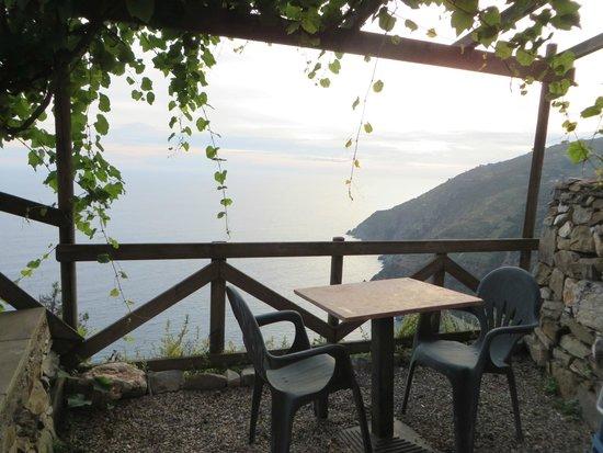 Il Borgo di Campi : Aussicht vom Vorplatz des Apartments