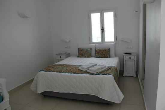 Santorini's Balcony : Кровать