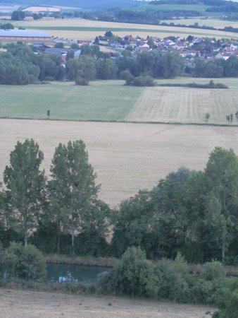 Le Privilège : Zoom view of countryside behind hotel