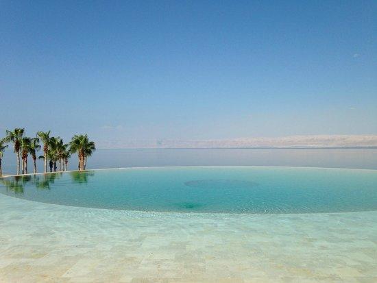 Kempinski Hotel Ishtar Dead Sea : Una delle piscine