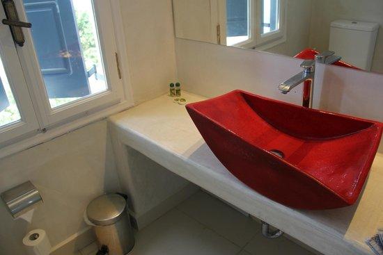 Santorini's Balcony: Ванная комната