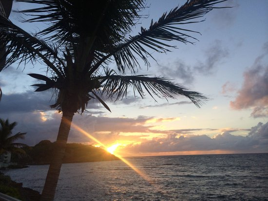 Oyster Bay Beach Resort : and at sunrise
