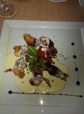Sun Palace: wife's Bacon wrapped shrimp, Italian