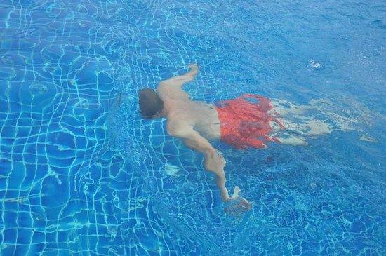 Baumancasa Karon Beach Resort: бассейн на крыше