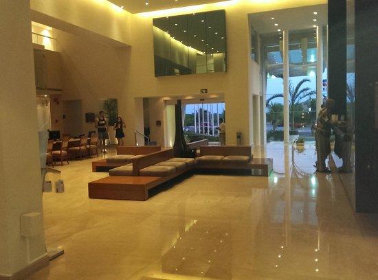 Sun Palace: Lobby
