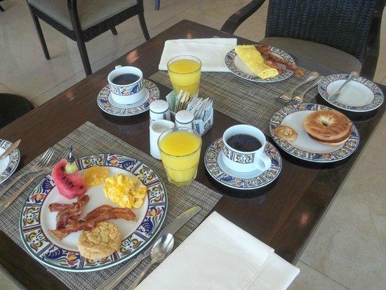 Sun Palace: Breakfast at the Alamo, wonderful