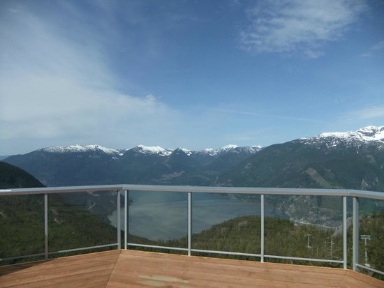 Sea to Sky Gondola : Beautiful view from deck