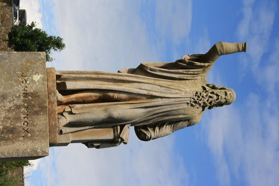 Church of the Holy Rude: Statue of John Knox in graveyard