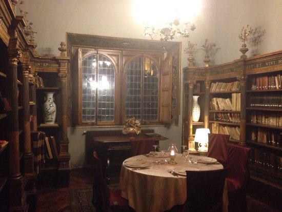 Castello dell'Oscano: Cena in biblioteca