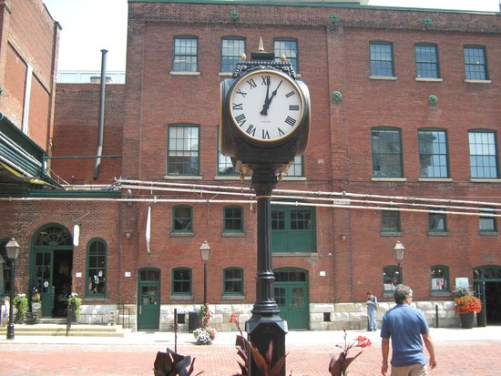 Distillery Historic District: Clock in the middle of the Distillery District