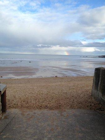 Doune Guest House: East Sand, Starting of a nice coastal path (15mins walk)