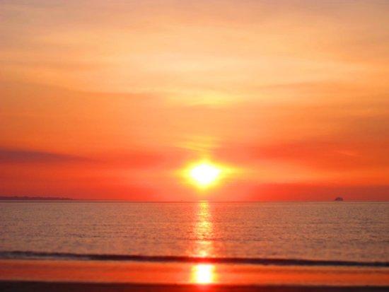 Alien sunset at Mindil Beach