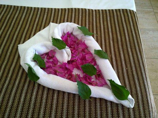 Sensimar Marmaris Imperial: Flower towel