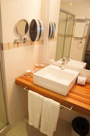 Hotel Cristal Palace: Banheiro