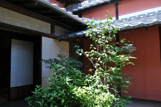 Former Isobe's House: 内部