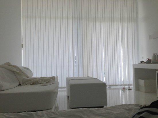 Hotel SU : диванчик и пуфы