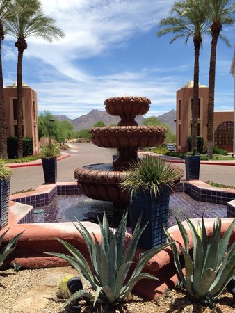 Scottsdale Marriott at McDowell Mountains: Out front