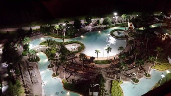 Hilton Orlando Bonnet Creek: Night view of pool from our room