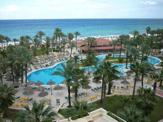 Riadh Palms Hotel : Balcony View of the Pools/Beach/Sea