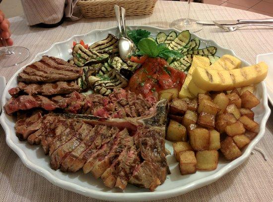 Istrana, Italia: costata, tagliata e contorni vari alla griglia (piatto per tre persone)