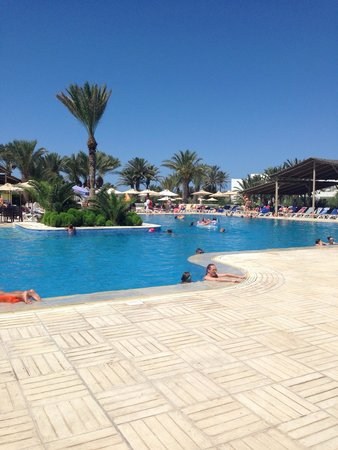 Seabel Rym Beach : La piscina