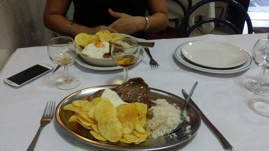 Restaurante Lusiada : Steack oeuf et saucisse!!!