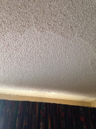 Garfield Suites Hotel: Something going on with the ceiling