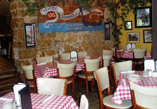 Vinny Vanucchi's: The inside decor is definitely a taste of Italy