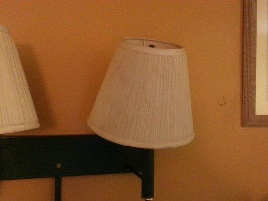 Travelodge Savannah Area/Richmond Hill: stains on lamp shade