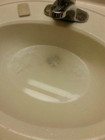 Travelodge Savannah Area/Richmond Hill: bathroom sink