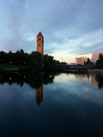 Oxford Suites Downtown Spokane: Clock tower is a 10 minute walk from Hotel. Hotel is to the left of this photo