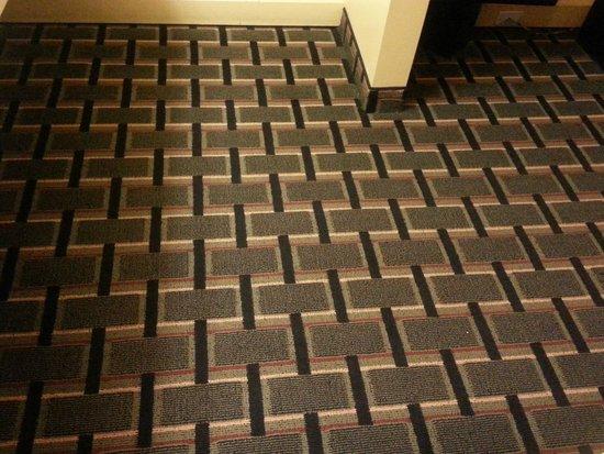 Travelodge Savannah Area/Richmond Hill: carpet