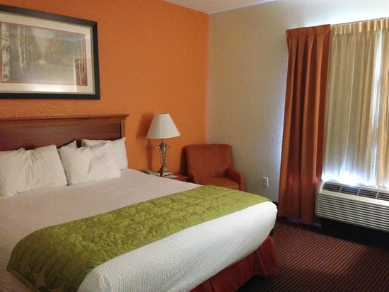 Fairfield Inn & Suites Boone: King Bed