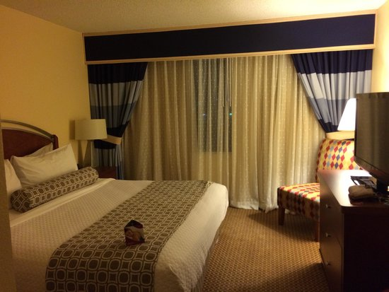 Crowne Plaza Arlington: King Bedroom