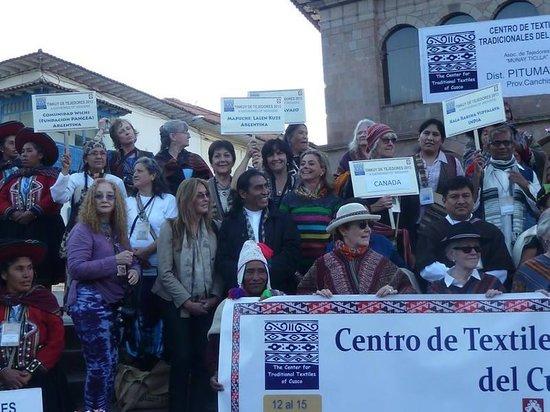 Centro de Textiles Tradicionales del Cusco: Con el Maestro Tejedor Máximo Laura
