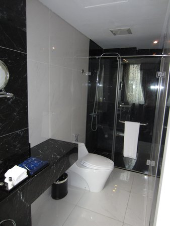 Church Boutique Hotel Hang Gai: Bathroom