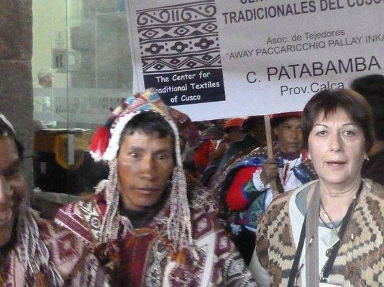 Centro de Textiles Tradicionales del Cusco: Con la comunidad de patabamba