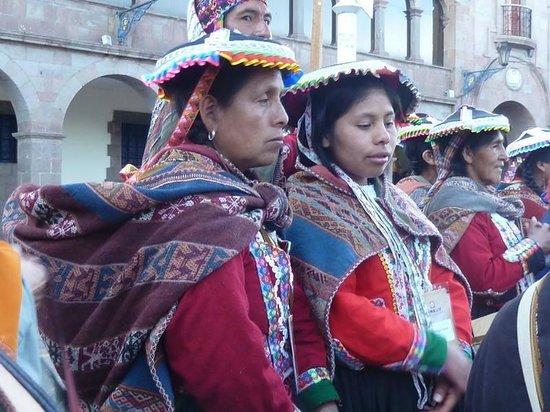 Centro de Textiles Tradicionales del Cusco: sras.