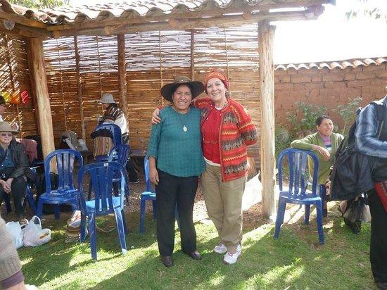 Centro de Textiles Tradicionales del Cusco: Con la maestra tejedora Nilda Callañaupa, Direc. centro textiles Tradicionales del Cusco