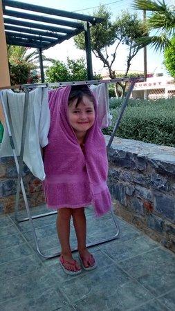 Sunrise Apartments : Heidi hiding among the towels