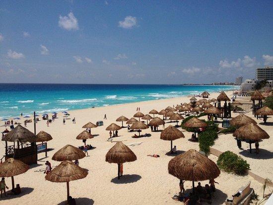 Playa Delfines: Beach