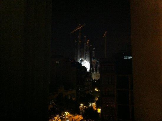 Hostemplo Sagrada Familia: Dal balcone, la Sagrada Familia.