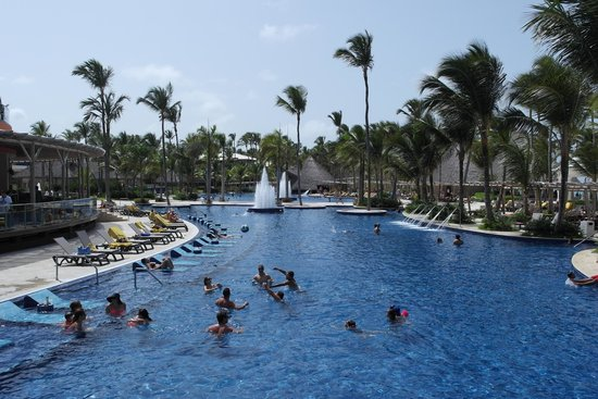 Family Club at Barceló Bávaro Palace Deluxe : Piscina central, vista lateral