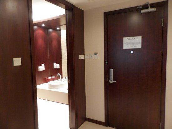 Mercure Wanshang Beijing: Sanitário da área de estar do apartamento
