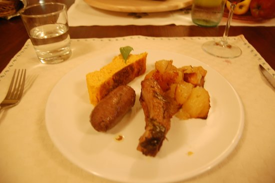 Borgo Lecchi B&B : Regional sausage & ribs cooked in rosemary & Chianti